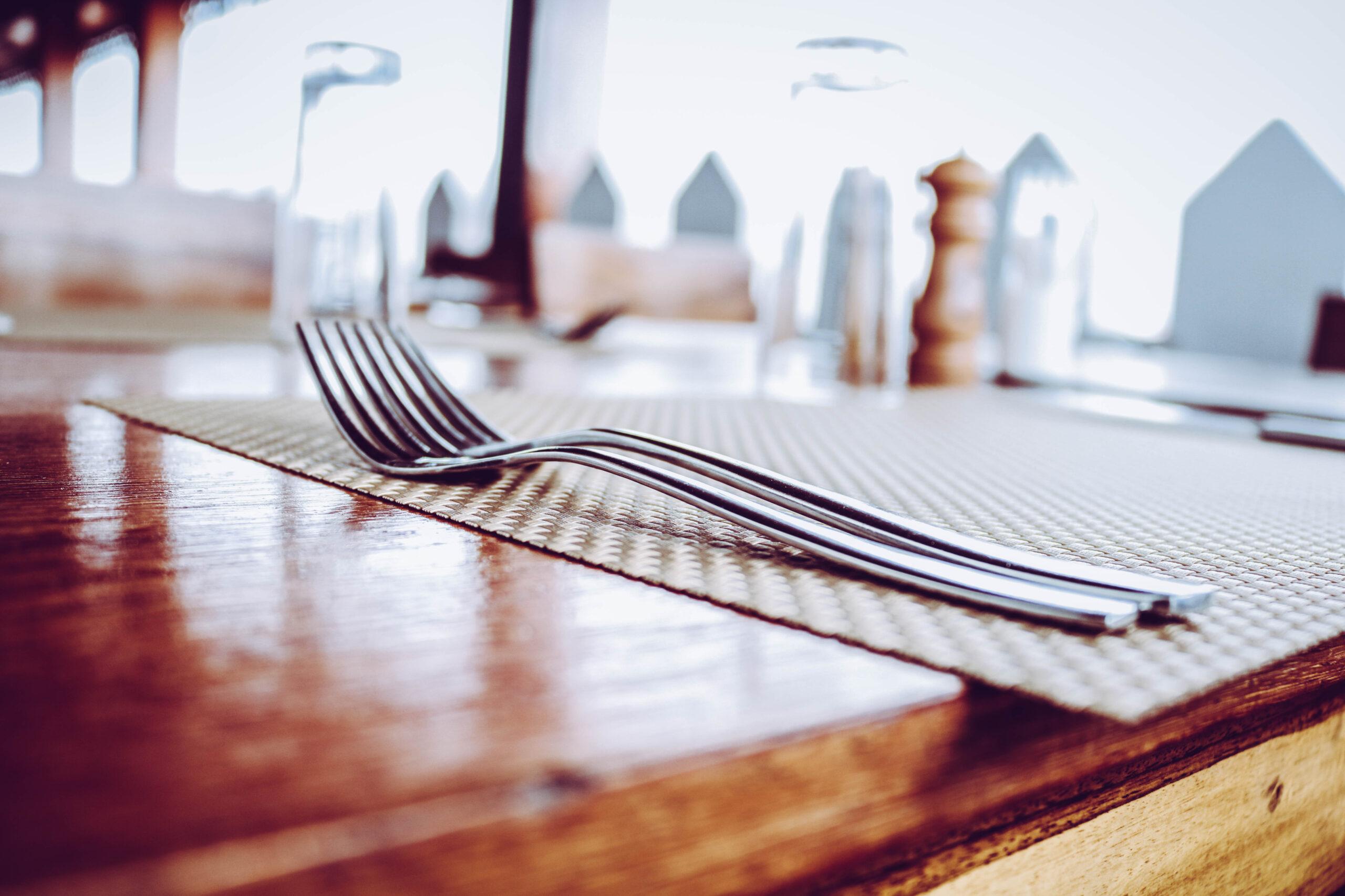 plexiglass shields are the future for restaurants