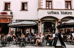 sidewalk partitions for restaurants